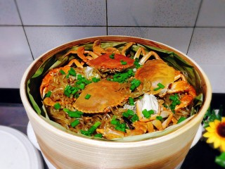 冬季一锅出+红鲟蒸红薯粉+简骨鸡枞菌萝卜汤,红薯粉里加入葱花