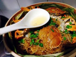 冬季一锅出+红鲟蒸红薯粉+简骨鸡枞菌萝卜汤,油烧热淋在红薯粉上,香香哒