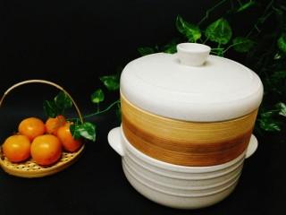 冬季一锅出+红鲟蒸红薯粉+简骨鸡枞菌萝卜汤,底下垫隔热垫,直接上桌啰,