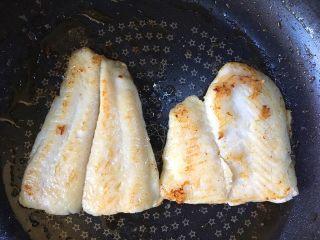 黑椒巴沙鱼意面,小火煎制两面金黄
