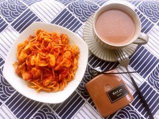 快手早餐—鸡肉意大利面,再煮一壶热巧克力,一顿美美的早餐就完成啦