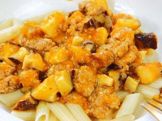 香菇肉末盖浇面 宝宝辅食,空心管面+胡萝