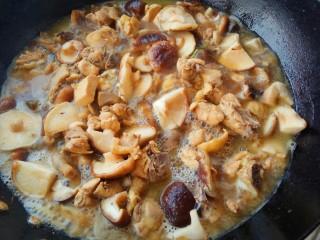 家的味道~香菇红烧鸡,再继续中小火炖10-15分钟