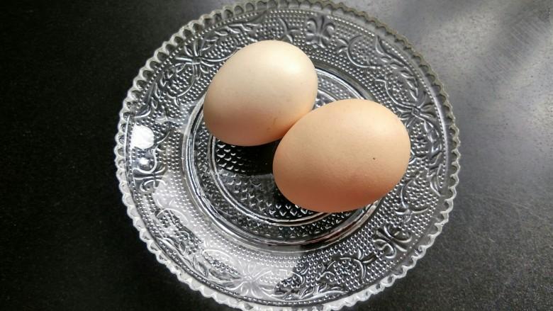油炸金针菇,准备两个<a style='color:red;display:inline-block;' href='/shicai/ 9'>鸡蛋</a>。