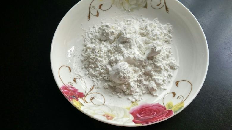 油炸金针菇,准备生粉。