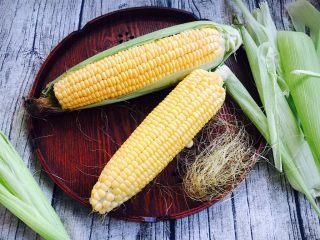 奶香鲜玉米汁(豆浆机版),将玉米皮和玉米须子摘去。