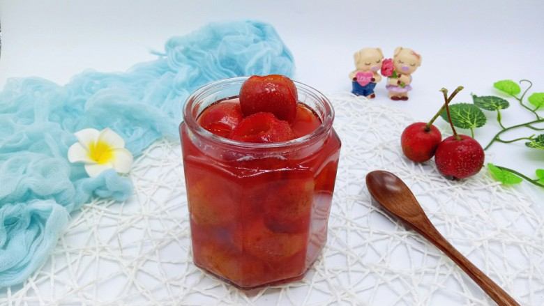 零添加山楂罐头,一次性吃不完装入消过毒的玻璃瓶中,密封好,冰箱冷藏保存。