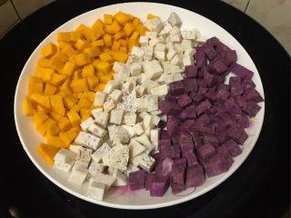 仙草芋圆,芋圆:紫薯、芋头、南瓜分别洗净切小粒蒸熟(约15分钟)