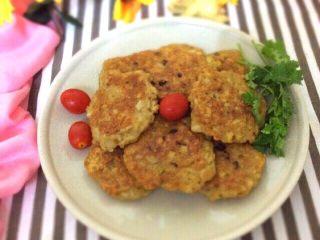 香煎藕饼,装盘