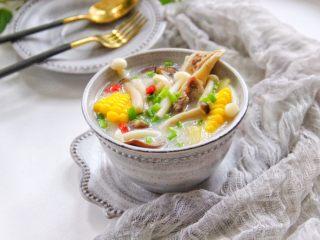 筒骨菌菇汤,成品