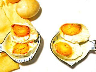 自制流油沙黄咸鸭蛋,美美地摆拍吧