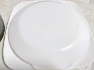 零失败的蛋包饭,隔夜饭的春天,扣上另外一个大盘子。