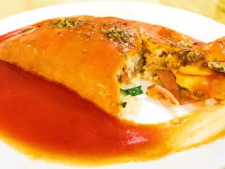 零失败的蛋包饭,隔夜饭的春天,美美的一餐,高大上的蛋包饭就完美呈现了。