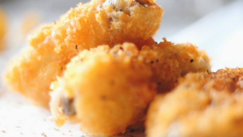 香酥炸鸡翅,根据自己的喜好,可以撒一些孜然、辣椒粉或者黑胡椒碎。
