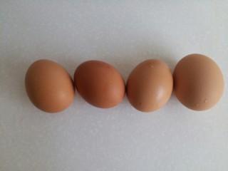 菠菜鸡蛋糕,准备鸡蛋4个