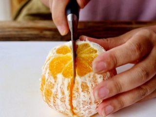 橙色水果汁,一切二
