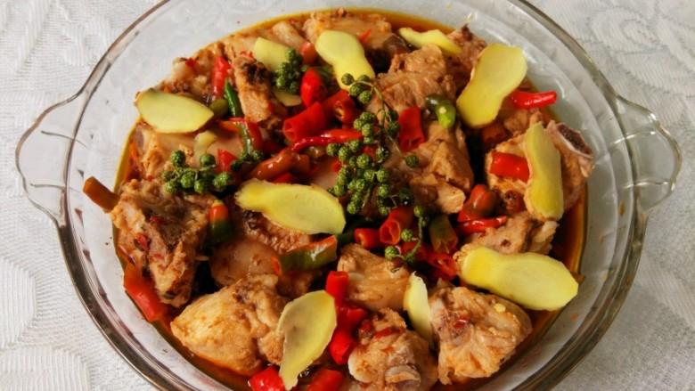 青花椒豉汁蒸排骨,洒青花椒,我用的是鲜花椒,味道更浓