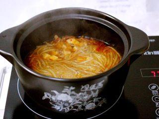 绿色美食+酸辣粉,揭开锅盖后关火