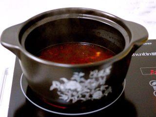 绿色美食+酸辣粉,大火煮沸后