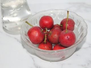 冬喝暖饮夏吃冰~开胃山楂苹果饮,洗净几个山楂