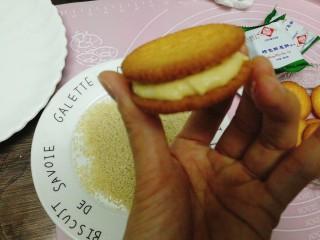 南瓜饼,再取一块饼夹上