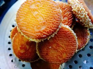 南瓜饼,出锅沥干油