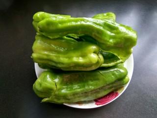 虎皮青椒,青椒刀拍扁一点好入味。