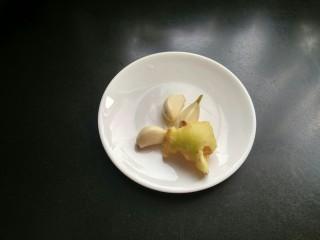 虎皮青椒,准备好大蒜生姜。
