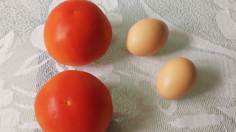 番茄炒蛋,准备材料,<a style='color:red;display:inline-block;' href='/shicai/ 59'>番茄</a><a style='color:red;display:inline-block;' href='/shicai/ 9'>鸡蛋</a>各两个