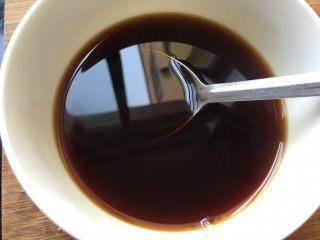 红烧鸡爪,加适量开水调汁,咸淡自己尝一下