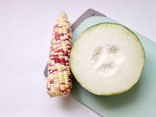 筒骨玉米冬瓜汤,准备玉米一根,冬瓜250g