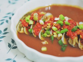 剁椒蛏子,起锅后撒上葱花。
