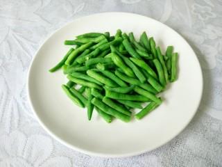 干煸四季豆,捞起沥干
