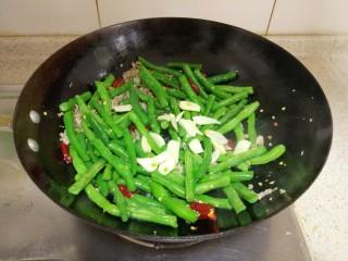 干煸四季豆,加入祘片