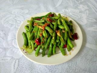 干煸四季豆,真的超级好吃超级香,一个人就可以吃掉一大盘。