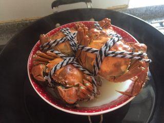 清蒸大闸蟹,这会儿的螃蟹已经死了。