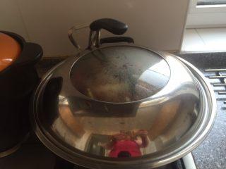 清蒸大闸蟹,倒5克茶油。