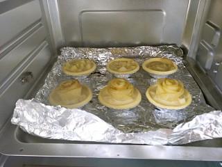 #家有烤箱#+玫瑰蛋挞,预热烤箱,烤箱中层,200度20分钟