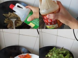 五花肉豆角焖面,加生抽,老抽上色,倒入胡萝卜和腊肠,翻炒后倒入豆角。炒到豆角变色