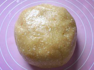 花生酥~#家有烤箱#,用手揉成面团