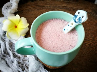 浓香黑米椰奶饮,搅拌机更好的把黑米融入椰奶中,顺滑浓郁的黑米椰奶饮就做好啦!淡淡的紫色是不是很美呀!