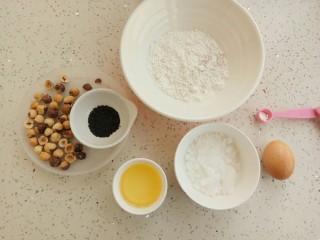 #家有烤箱#榛仁酥~酥到掉渣,首先准备好食材:低筋面粉80克、全麦面粉20克、白糖50克、50克、鸡蛋液20克、榛仁45克、泡打粉5克
