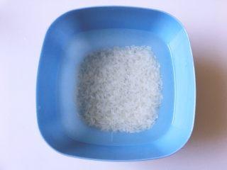早餐+营养早餐鸡蛋玉米羹,将大米洗净后泡俩小时