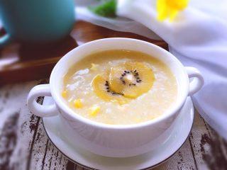 早餐+营养早餐鸡蛋玉米羹,还可以铺上自己喜欢的水果装饰