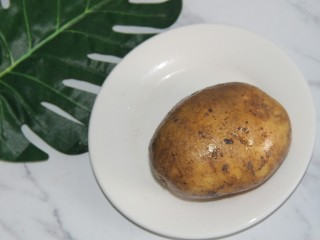 茄丝土豆丝辣酱拌饭,一个土豆