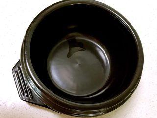 石锅拌饭,石锅内抹一层香油
