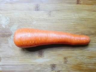 羊油香飘羊排汤,准备一个胡萝卜洗干净