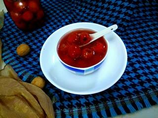 山楂罐头,过一晚,罐头汤汁就变得黏黏的,酸甜可口