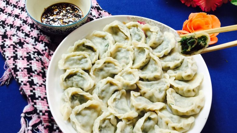 猪肉茴香馅饺子,切蒜末调上山西老陈醋开吃了。