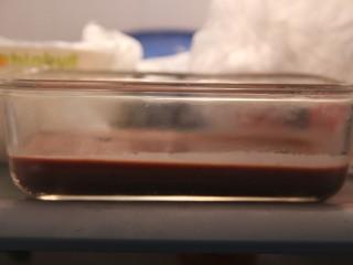 红豆蓉黑枣羹,放冰箱冷藏一个小时左右